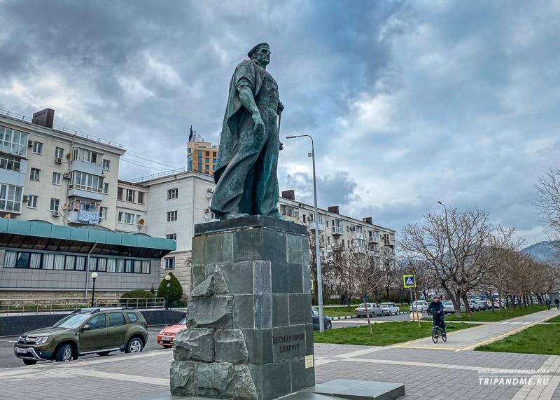 Памятник Неизвестному матросу в Новороссийске
