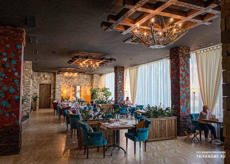 Зал ресторана при винодельне Мысхако