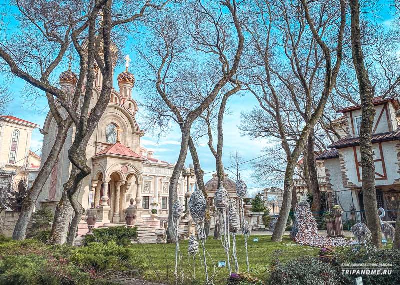 Православный храм на территории парка
