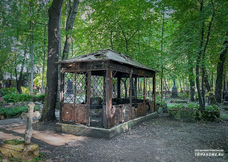 Беселка Брата на лютеранском кладбище
