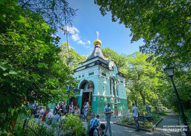 Самое популярное место на Смоленском кладбище