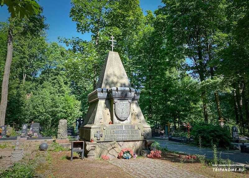 Братская могила солдат, погибших при покушении на Александра II