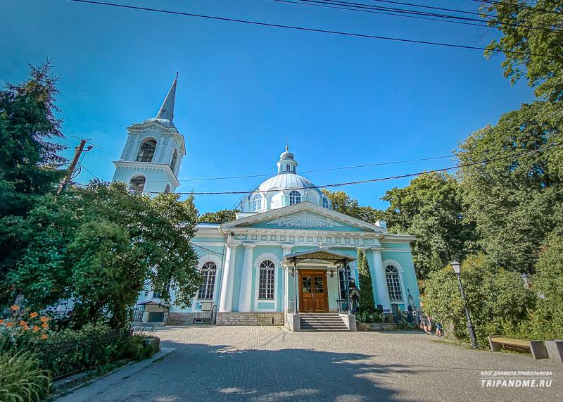 На Смоленском кладбище несколько церквей и часовен