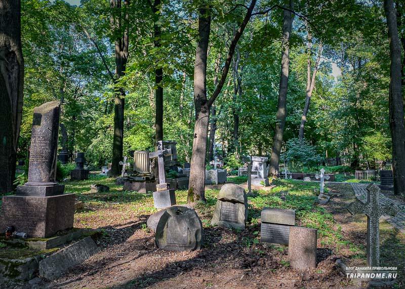 Надгробия на Смоленском лютеранском кладбище