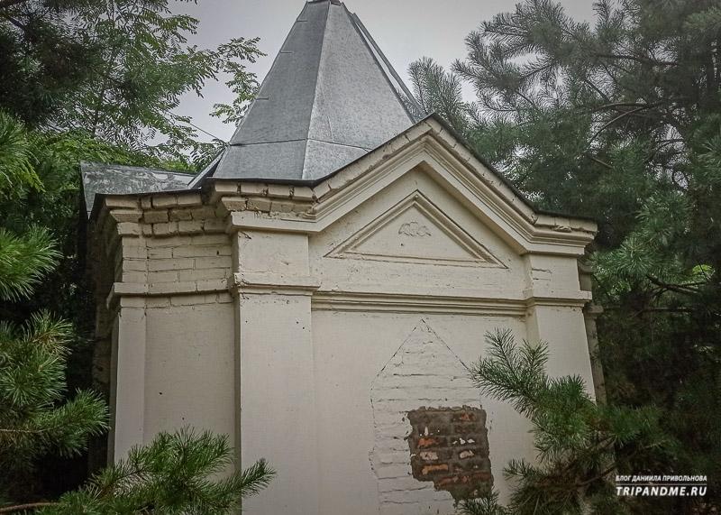 Семейный склеп на Всесвятском кладбище
