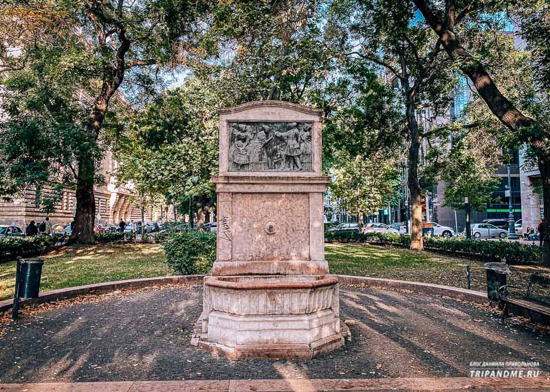 Еще один фонтан расположен напротив