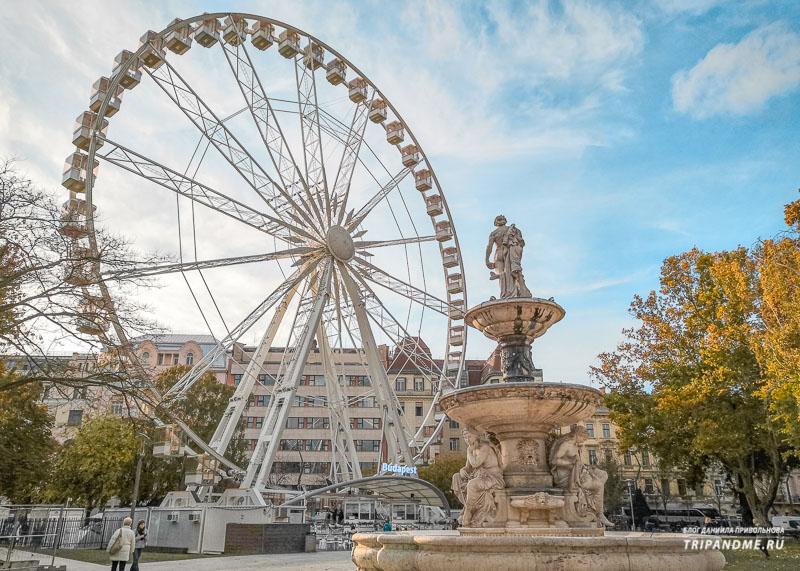 Площадь в Будапеште в октябре