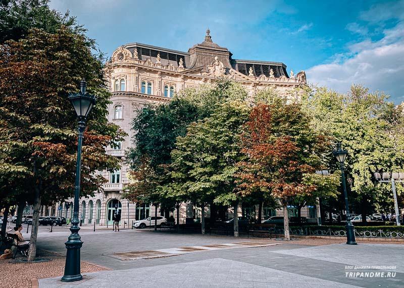 Красивые дома на площади Свободы