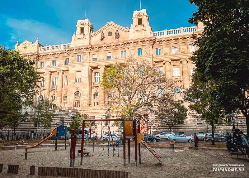 Национальный банк Венгрии на площади Свободы